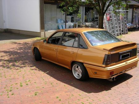 Name: Opel-Kadett_E_Stufenheck.jpg Größe: 450x337 Dateigröße: 49948 Bytes