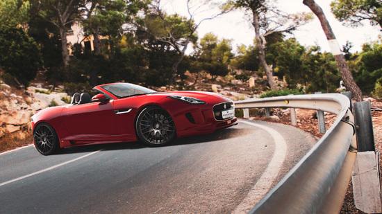 Name: Jaguar-vorne.jpg Größe: 2000x1125 Dateigröße: 974388 Bytes