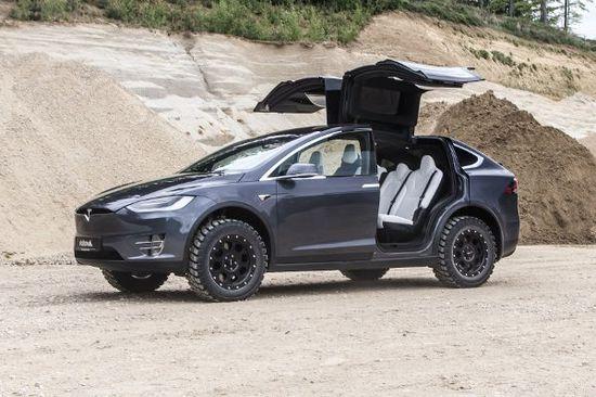 Elektro + Hybrid Antrieb - Delta4x4 schickt das Model X ins Gelände