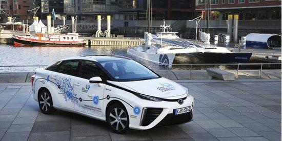 Elektro + Hybrid Antrieb - Emissionsfrei in die Hansestadt: Toyota tourt mit dem Mirai nach Hamburg