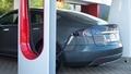 Elektro + Hybrid Antrieb - Tesla plant kostenloses Stromtankstellennetz für Europa