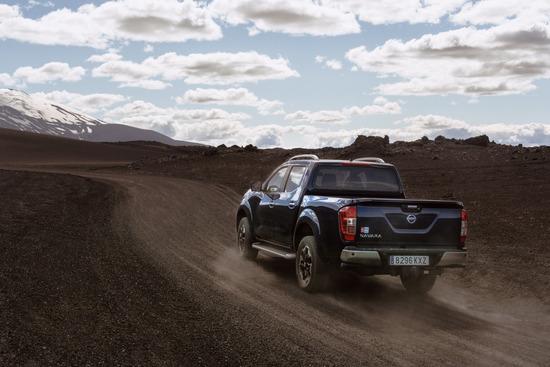 Name: Nissan_Navara_Double_Cab_Blue_Iceland_Dynamic_Offroad_7-1200x800.jpg Größe: 1200x800 Dateigröße: 292139 Bytes