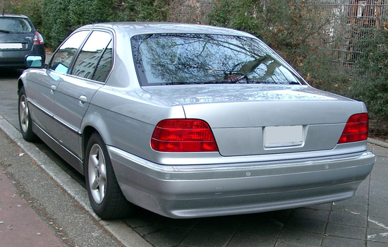 Name: BMW_E38_rear_200801084.jpg Größe: 1491x948 Dateigröße: 897628 Bytes