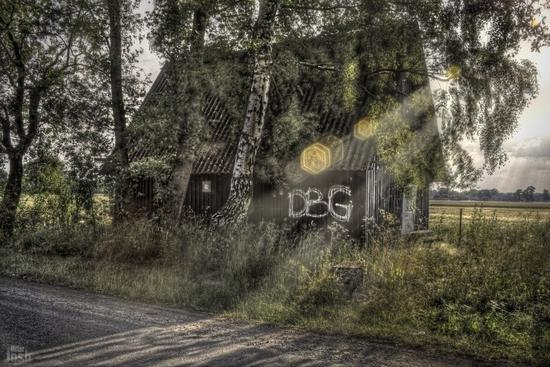 Name: 1000pxrahmen-wraked_house_4-photoshop-small.jpg Größe: 1200x800 Dateigröße: 886686 Bytes