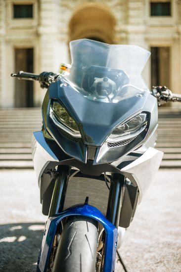 Name: P90305946_highRes_bmw-motorrad-concept1.jpg Größe: 1920x2886 Dateigröße: 490767 Bytes