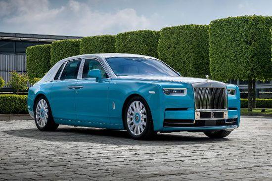 Luxus + Supersportwagen - Rolls-Royce luxuriös bis aufs i-Tüpfelchen