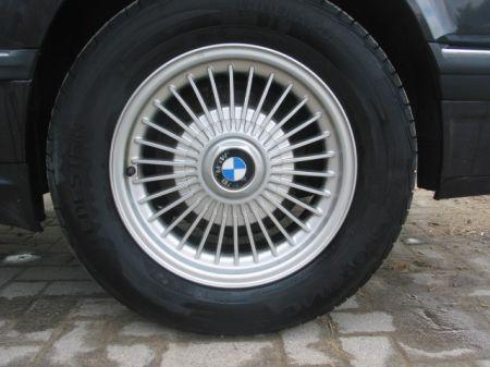 Name: BMW-730i_E3210.jpg Größe: 450x337 Dateigröße: 33795 Bytes