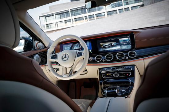 Name: Mercedes-Benz-E-220da-113977.jpg Größe: 1024x683 Dateigröße: 180406 Bytes