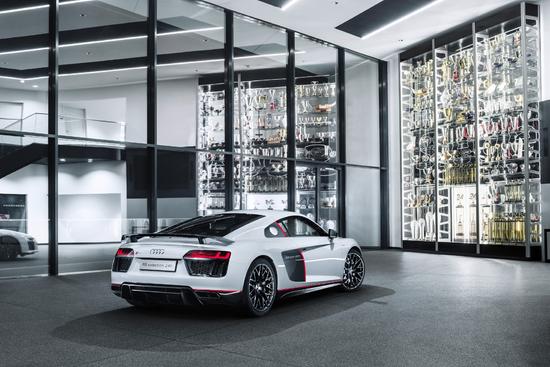 Name: mid-Gro-Gerau-Wer-einen-der-nur-24-Audi-R8-LMSa-212636.jpg Größe: 1772x1181 Dateigröße: 2234300 Bytes