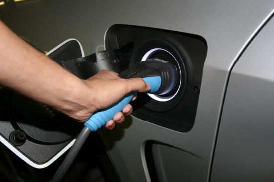Elektro + Hybrid Antrieb - Bund will E-Autos mit 4000 Euro bezuschussen
