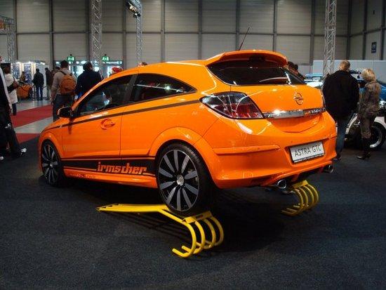 Name: Irmscher_Opel_Astra_H_GTC.jpg Größe: 640x480 Dateigröße: 65435 Bytes
