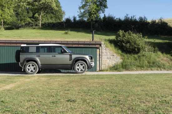 Name: Land_Rover_Defender_Static_32.jpg Größe: 1024x683 Dateigröße: 99783 Bytes