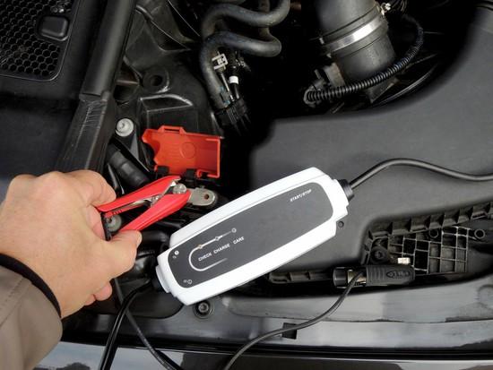 Auto Ratgeber & Tipps - GTÜ empfiehlt Batterieladegerät