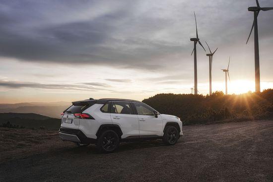 Erlkönige + Neuerscheinungen - Toyota RAV4 Hybrid überzeugt im SUV-Vergleichstest