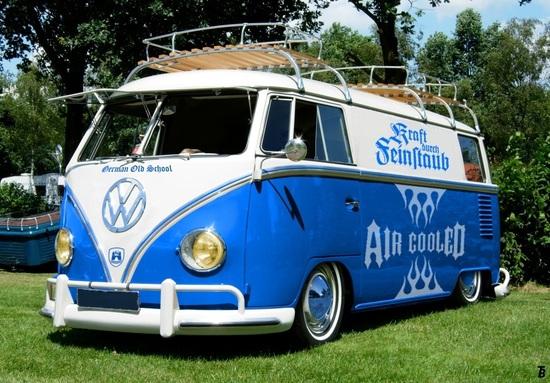 Name: VW_T1_Samba_2with_emblem.jpg Größe: 1018x708 Dateigröße: 349166 Bytes
