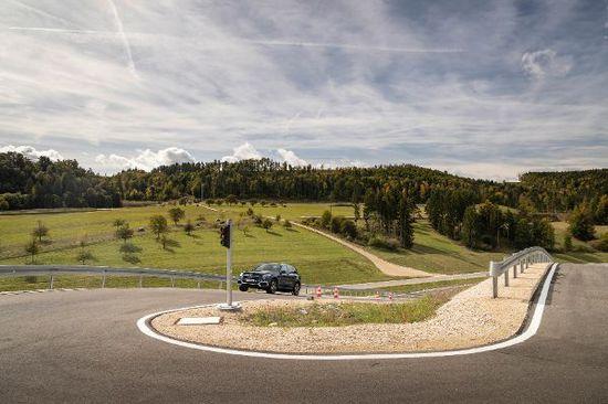 Auto - Mercedes bündelt Erprobung von Fahrzeugen
