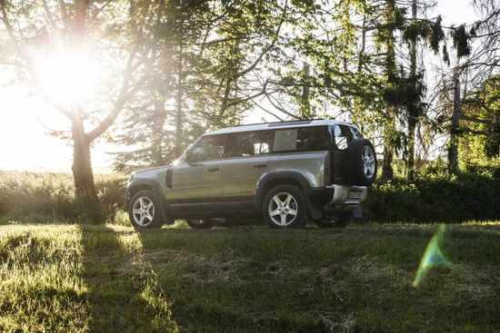 Name: Land_Rover_Defender_Static_26.jpg Größe: 1024x683 Dateigröße: 112360 Bytes