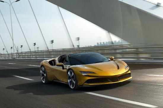 Luxus + Supersportwagen - Ferrari SF90 Spider: pfeilschnelles Hybrid-Cabrio