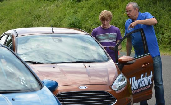 Auto - Ford bietet jungen Fahrern kostenloses Sicherheitstraining