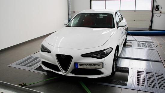 Name: SPEED-BUSTER-Alfa-Romeo-Giulia-1.jpg Größe: 1024x575 Dateigröße: 161670 Bytes
