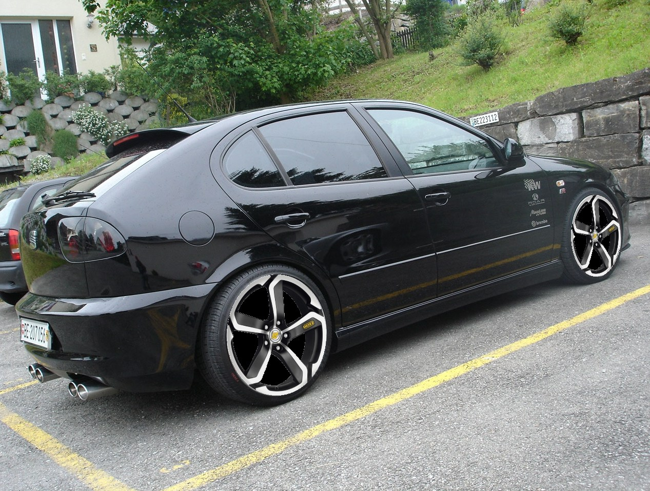 Side picture of Seat Leon 1M Cupra Tuning, carbon fiber, air filter, tuning car, stylish design