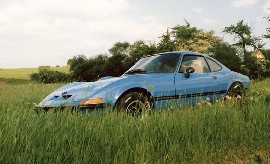 Name: MARTINS_RANCH_Opel_GT_emotion_grass.jpeg Größe: 916x556 Dateigröße: 336841 Bytes