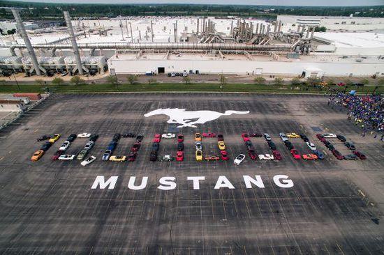 Messe + Event - Ford Mustang: Zur Feier ganz in Weiß