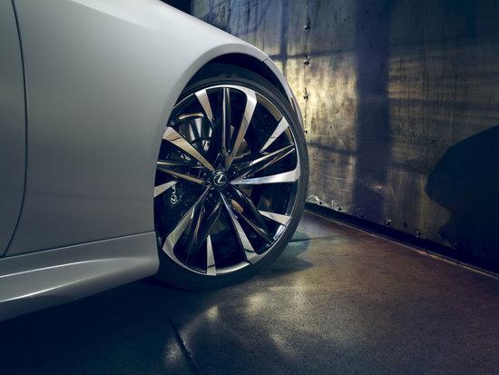 Name: 60175-12-lexus-wheel-detail-v05.jpg Größe: 1200x900 Dateigröße: 179167 Bytes