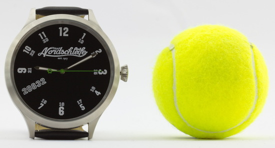 Lifestyle - Kaliber 65 Millimeter: Die Nordschleife® 20832 SUPER PLUS Uhr