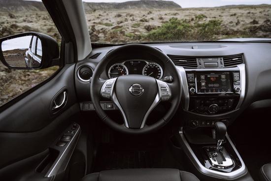 Name: Nissan_Navara_Double_Cab_Blue_Iceland_Interior_2-1200x800.jpg Größe: 1200x800 Dateigröße: 320444 Bytes