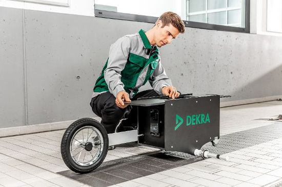Auto - Dekra prüft mit neuem Laser-System