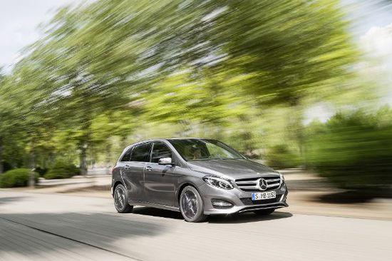 Auto - Mercedes, Opel und VW müssen zum Abgas-Check