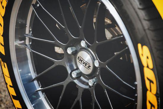 Name: DOTZ_Revvo_dark_Chevrolet_Camaro_press_4.jpg Größe: 1920x1282 Dateigröße: 227913 Bytes