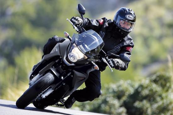 Auto Ratgeber & Tipps - Ratgeber: Motorradfahrer oft im toten Winkel