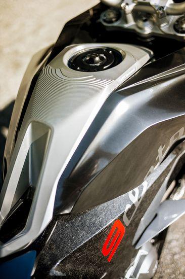 Name: P90305953_highRes_bmw-motorrad-concept.jpg Größe: 1920x2886 Dateigröße: 641330 Bytes