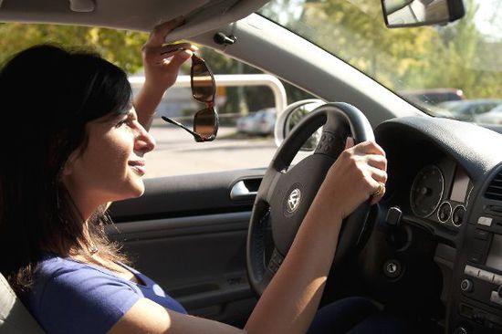 Auto Ratgeber & Tipps - Tiefstehende Sonne: Cool bleiben