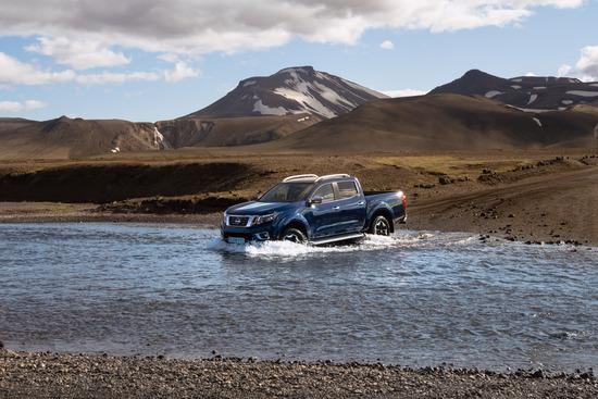 Name: Nissan_Navara_Double_Cab_Blue_Iceland_Dynamic_Offroad_11-1200x800.jpg Größe: 1200x800 Dateigröße: 407907 Bytes