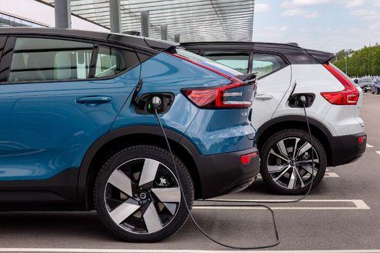 Elektro + Hybrid Antrieb - Volvo und Polestar machen das Aufladen preiswerter