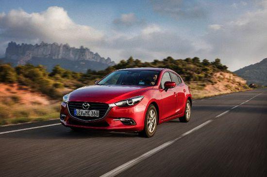 Erlkönige + Neuerscheinungen - Mazda3: Sanft geliftet und mit technischem Update