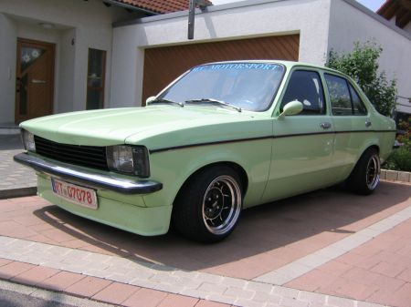 Name: Opel-Kadett-C_Limo_4-Trig.jpg Größe: 450x337 Dateigröße: 36356 Bytes