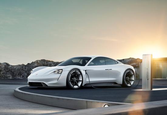Elektro + Hybrid Antrieb - Mehr als 20.000 Kaufinteressenten für den Taycan