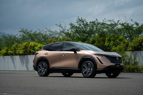 Name: Nissan_Ariya_front_quarter_2-1200x800.jpg Größe: 1200x800 Dateigröße: 688685 Bytes