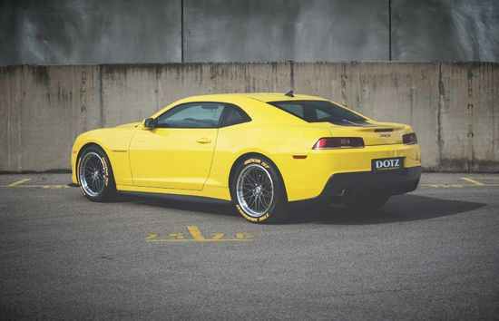 Name: DOTZ_Revvo_dark_Chevrolet_Camaro_press_13.jpg Größe: 1920x1235 Dateigröße: 372078 Bytes