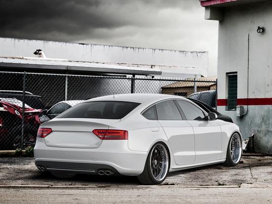 Name: Audi-S5_Sportback_.jpg Größe: 1280x960 Dateigröße: 1099736 Bytes