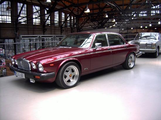 Name: 46-Jaguar_Daimler_Double_Six_Arden.JPG Größe: 2848x2136 Dateigröße: 1082049 Bytes