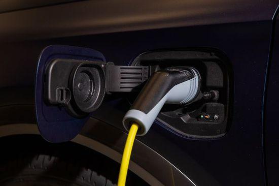 Elektro + Hybrid Antrieb - Neue Batterie in zehn Minuten voll