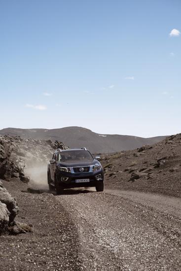 Name: Nissan_Navara_Double_Cab_Blue_Iceland_Dynamic_Offroad_4-800x1200.jpg Größe: 800x1200 Dateigröße: 335909 Bytes