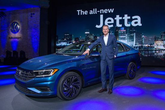 Erlkönige + Neuerscheinungen - Detroit: VW zeigt den neuen Jetta