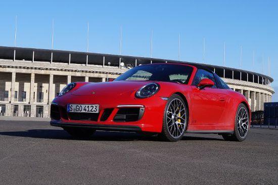 Luxus + Supersportwagen - Porsche 911 Targa 4 GTS: Kult-Sportler für Sonnenanbeter