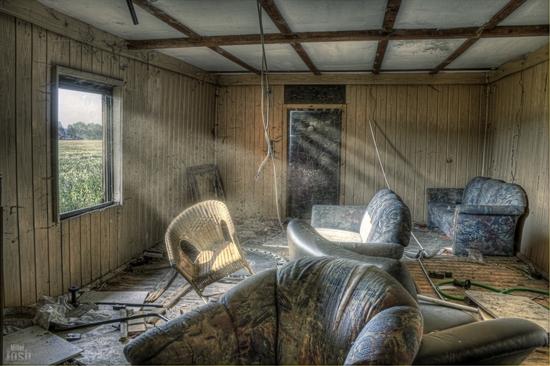 Name: 1000pxrahmen-wraked_house_1-photoshop-small.jpg Größe: 1200x799 Dateigröße: 704096 Bytes